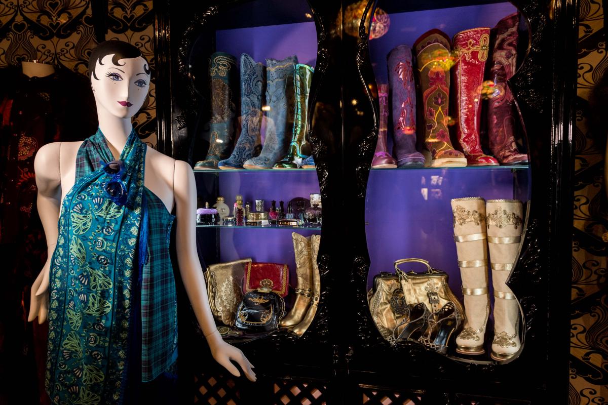 昨年ロンドンで開催された「THE WORLD OF ANNA SUI」展の様子