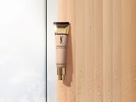 肌の上で水がはじける新感覚のつけ心地! イヴ・サンローランの新・水感ファンデーションに注目