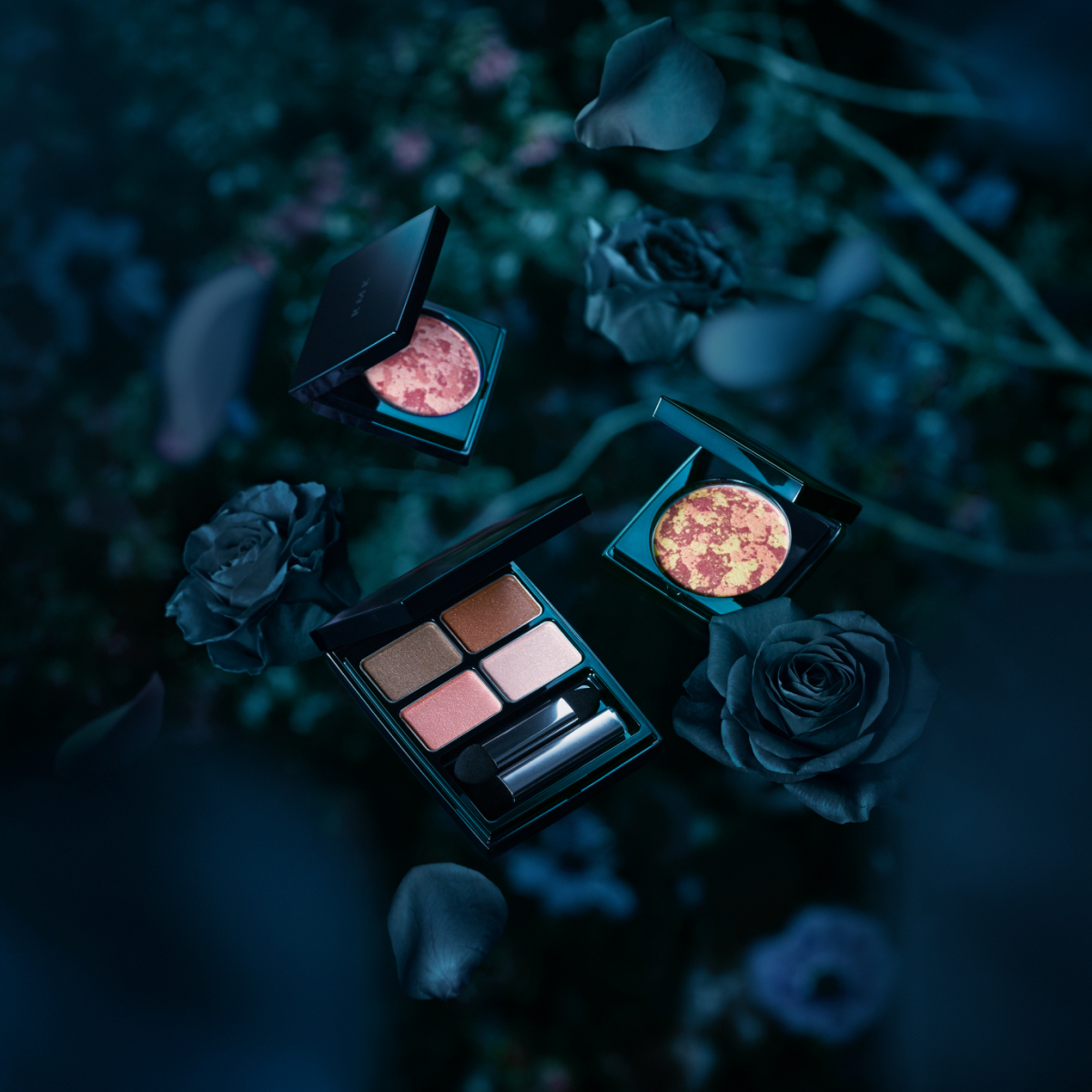 """神秘的な光を浴び、咲き茂る花々から着想を得たニューコレクション""""GLOW IN THE DARK"""""""