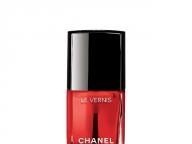 赤の魅力を再解釈したセンシュアルなネイルカラー