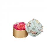 美しい大輪のバラのチークカラーで特別な一夜を迎えて