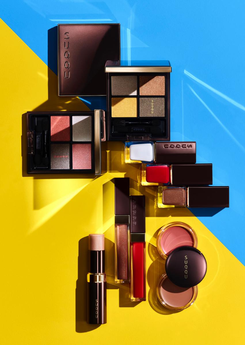 """太陽を照らしたような、赤みを帯びたブラウン×ホワイトゴールドの限定パッケージは、コレクションテーマである""""ヌードwithスパイス""""をイメージ。"""