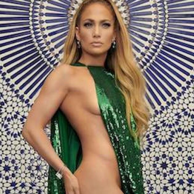 ジェニファー・ロペス、49歳で「半裸ドレス」を着こなす秘訣