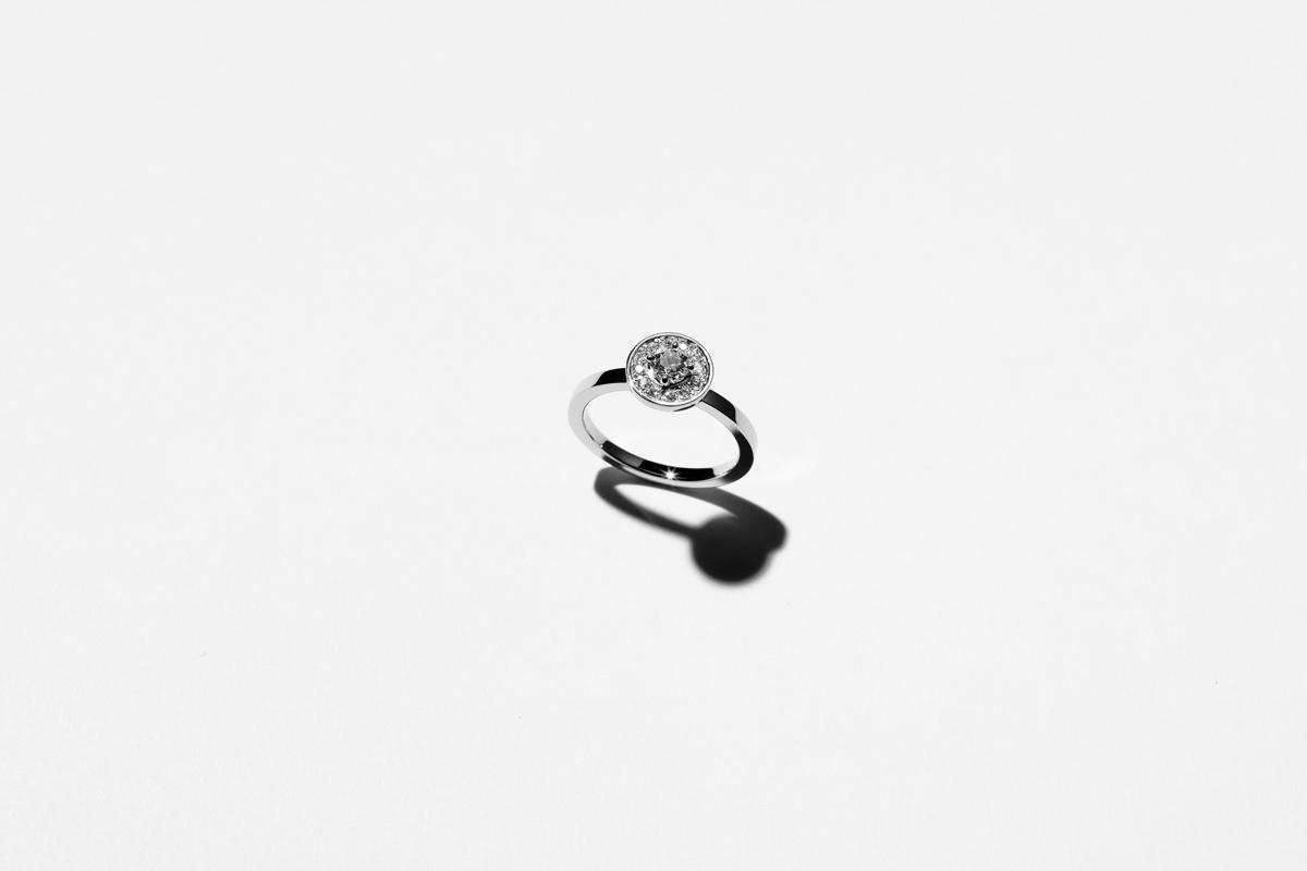 センターダイヤモンド:0.2ct(ロシア産Mine to Market 対応) メレダイヤモンド:1.3㎜ × 12pcs Pt:390,000円 / K18:350,000円