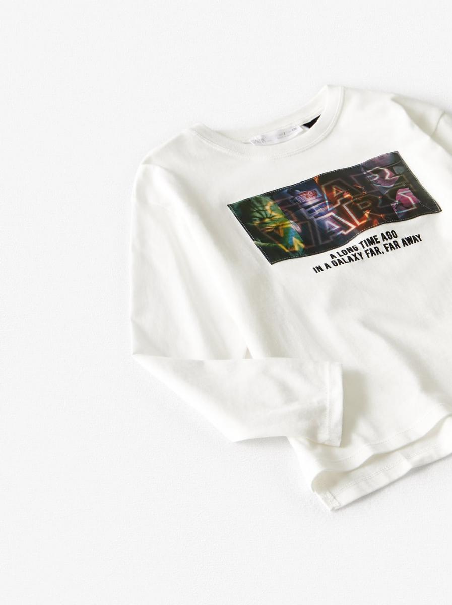 ボーイズ用レンチキュラーロングTシャツ¥2,490/ザラ(©︎DISNEY)