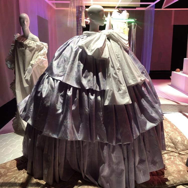 Vaqueraのコレクションが展示された寝室です