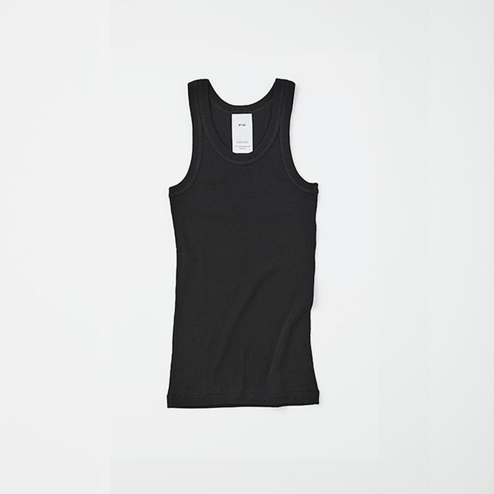 HYKE TANK TOP PACKAGE BLACK ¥8,700(セット内容:HYKE TANK TOP、STUFF BAG WHITE、THREE ソーラーティンティドグローフロー サシェ×7包、THREE バランシング クレンジング オイル R ミニボトル 5ml×1本/今夏発売予定)
