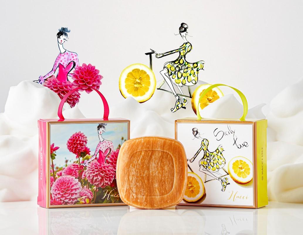 右から/HACCI はちみつ洗顔石けん 2021(レモン)、(ダリア)80g  各¥5,280(2021年6月4日限定発売)