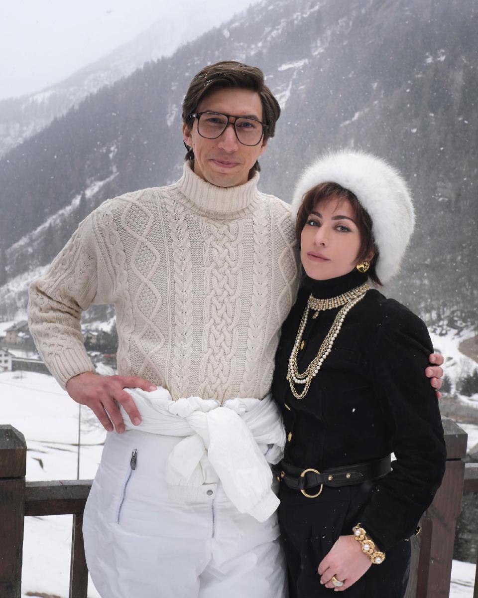 映画『House of Gucci(原題)』で夫婦役を演じるアダムとガガ。