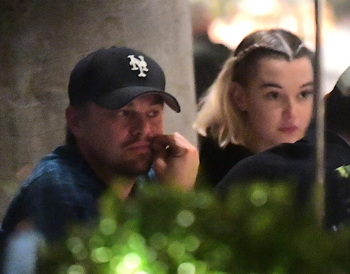 2017年11月、レオはさらなる驚きの行動に! ジェイデン・スミス(21)の元カノ、サラ・シュナイダー(24)とディナーに出かけたところがパパラッチされた。でも、サラはレオの好みとは違う……とみんなが思った通り、関係者がすぐに交際を否定。