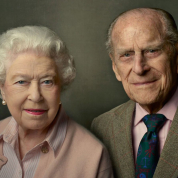 エリザベス女王、金婚式でのスピーチを引用し故フィリップ殿下を称えるメッセージを発表