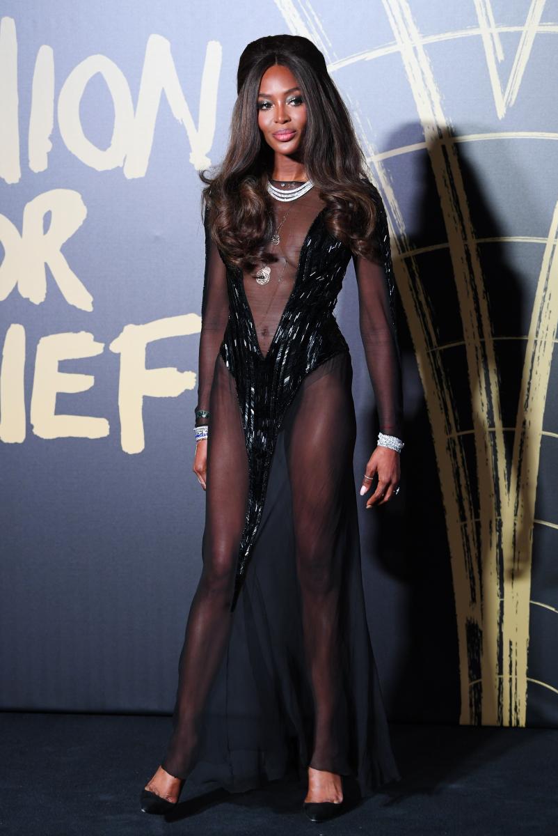 ②アラフィフの現役スーパーモデル、ナオミ・キャンベルがネイキッドドレスで人々の目を釘付けに!