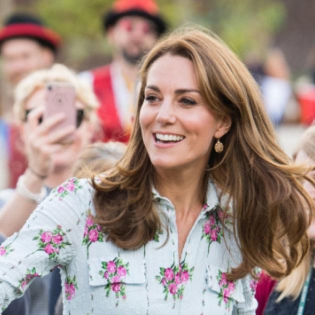 幸せを届けるロイヤルスマイルプリンセス! キャサリン妃が愛するワンピーススタイルを大解剖 - セレブリティスナップ | SPUR