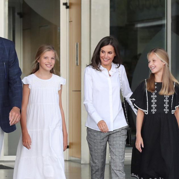 スペインのレティシア妃、フェリペ国王&美しい娘たちとのおしゃれなファミリールックに世界中が熱視線! - セレブニュース   SPUR