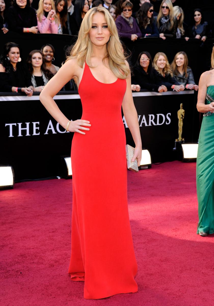 2010年の映画『ウィンターズ・ボーン』で、20歳にしてアカデミー賞主演女優賞にノミネートされる快挙! 受賞は叶わなかったものの、カルバン・クラインのドレスで登場したジェニファーのフレッシュな魅力に人々の視線が集中。注目の若手女優に。