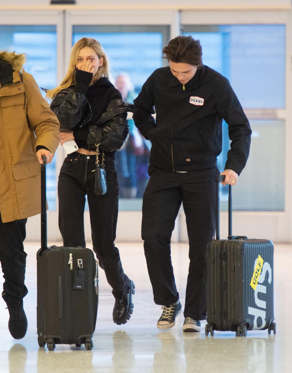 JFK空港に現れたニコラとブルックリン。Photo:The Image Direct/アフロ