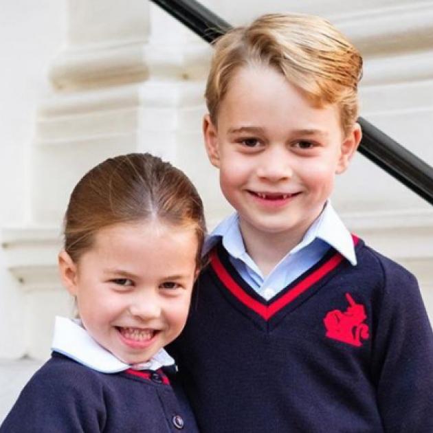 シャーロット王女、小学校デビュー! ジョージ王子とおそろいの制服姿で一家仲良く初登校 - セレブニュース   SPUR