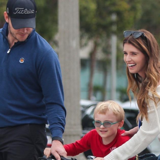 クリス・プラット、婚約者のキャサリン・シュワルツェネッガー&息子の3人でお出かけ - セレブニュース | SPUR