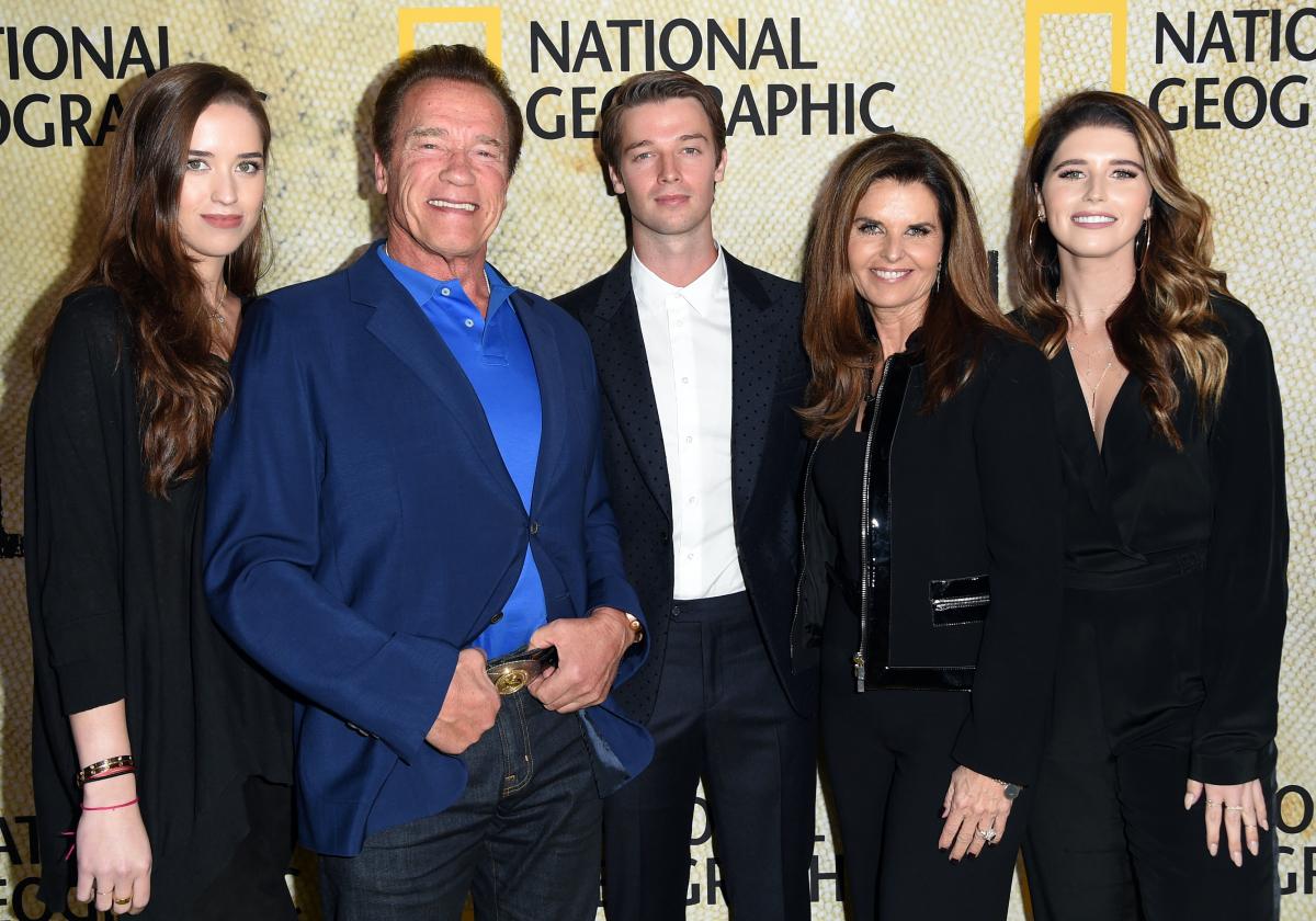 映画のイベントでのシュワルツェネッガーファミリー。左から、次女クリスティーナ(28)、アーノルド、長男パトリック(26)、妻マリア・シュライバー(63)、キャサリン。Photo:Shutterstock/アフロ