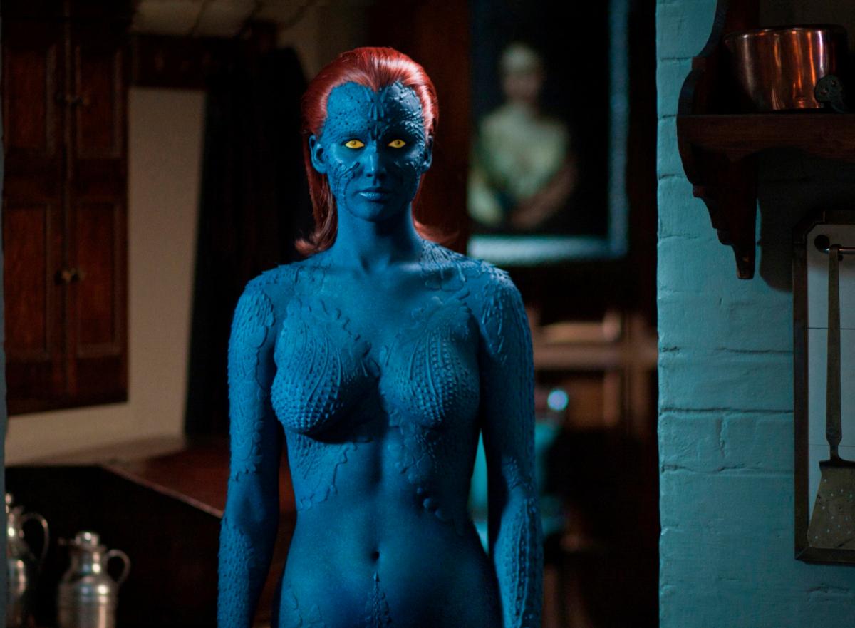 アカデミー賞授賞式から約3カ月後に『X-MEN:ファースト・ジェネレーション』が全米公開。ジェニファーは衝撃の全身青塗りでミスティーク役を熱演。この作品での共演がきっかけで、ニコラス・ホルト(29)と交際をスタート。
