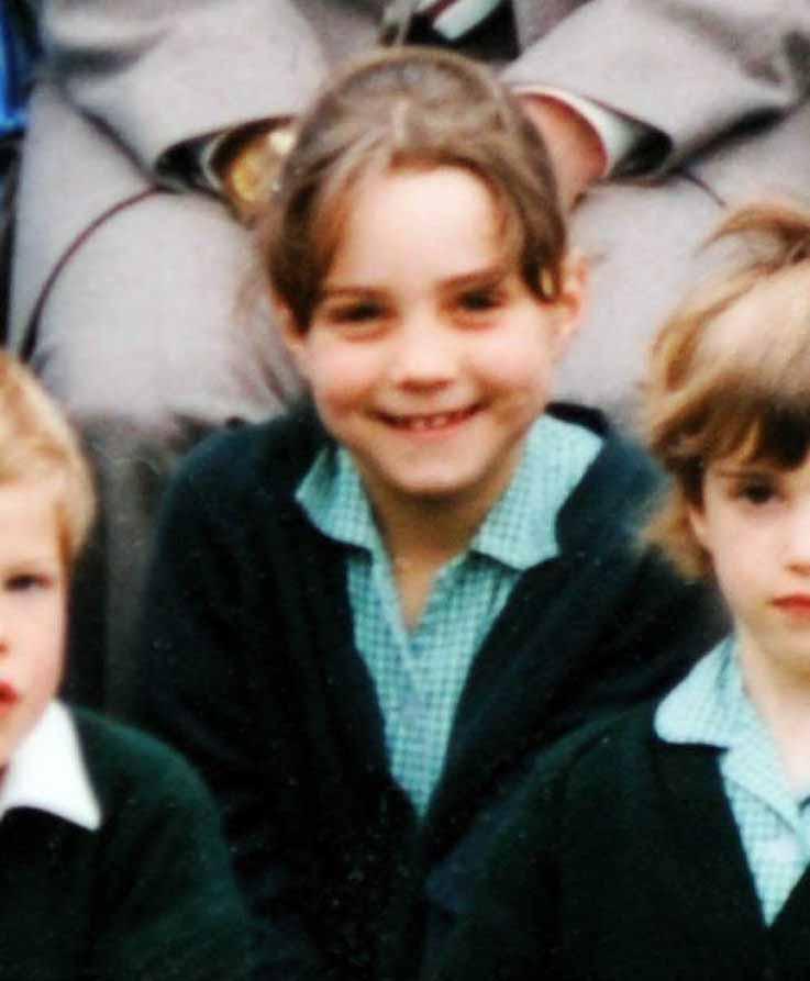 パーティグッズを扱う会社を経営する裕福な家庭に育った美女が、私立小学校セント・アンドリュース・スクールに通っていた頃のスナップ。親しみやすい雰囲気はロイヤルファミリーの一員となった今もそのまま! その表情は5歳になった娘に受け継がれている!?