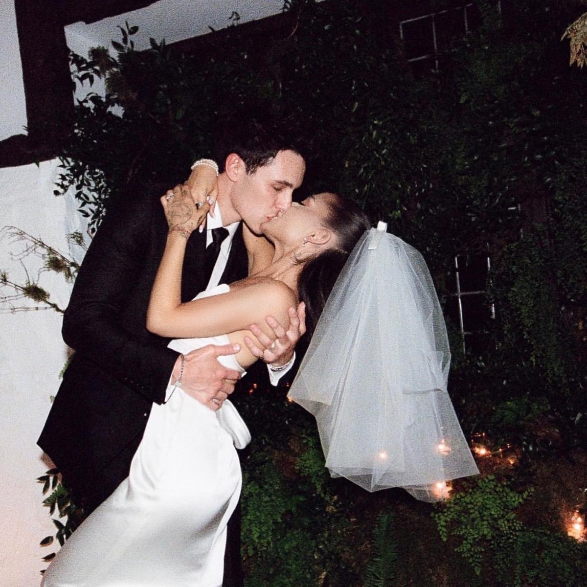 アリアナがダルトンとのウエディング写真を公開。