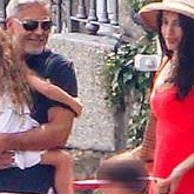 やっぱり美しい! ジョージ&アマル・クルーニー、子どもたちとのトリコロールスタイルを披露 - セレブニュース | SPUR