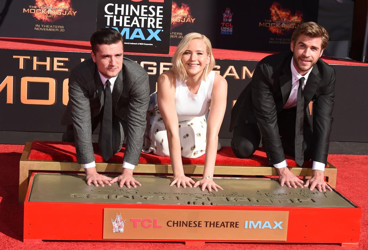 米経済誌『フォーブス』による2015年「最も稼いだ女優」ランキングで、推定年収5,200万ドルを稼ぎ堂々の1位に。10月にはシリーズ完結編『ハンガー・ゲームFINAL:レボリューション』の公開を前にハリウッドの殿堂入りも果たした。