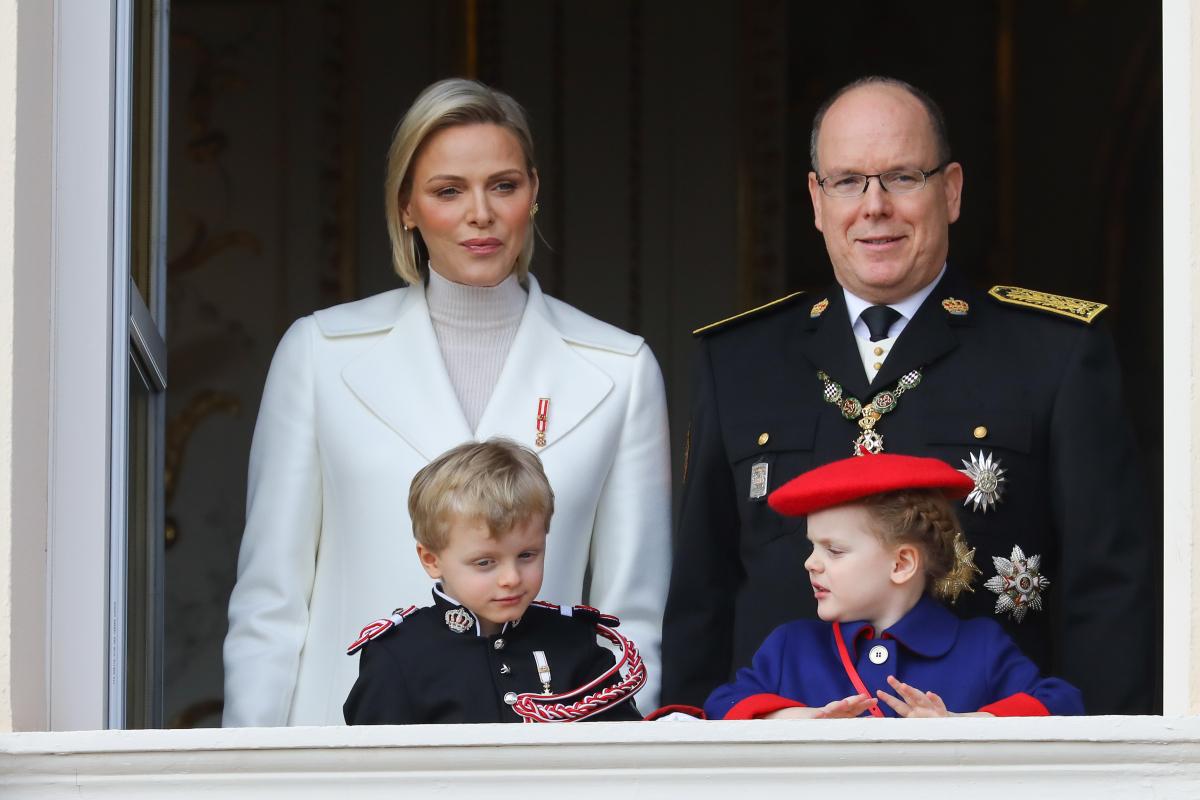アルベール2世&シャルレーヌ公妃夫妻と双子のロイヤルキッズ。Photo:Crystal Pictures/アフロ