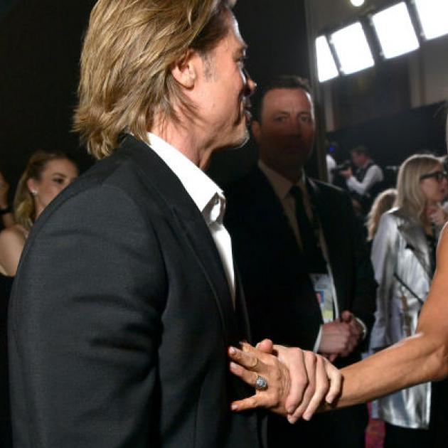 世界中がときめいた! ジェニファー・アニストン&ブラッド・ピットの再会シーンが話題沸騰 - セレブニュース | SPUR