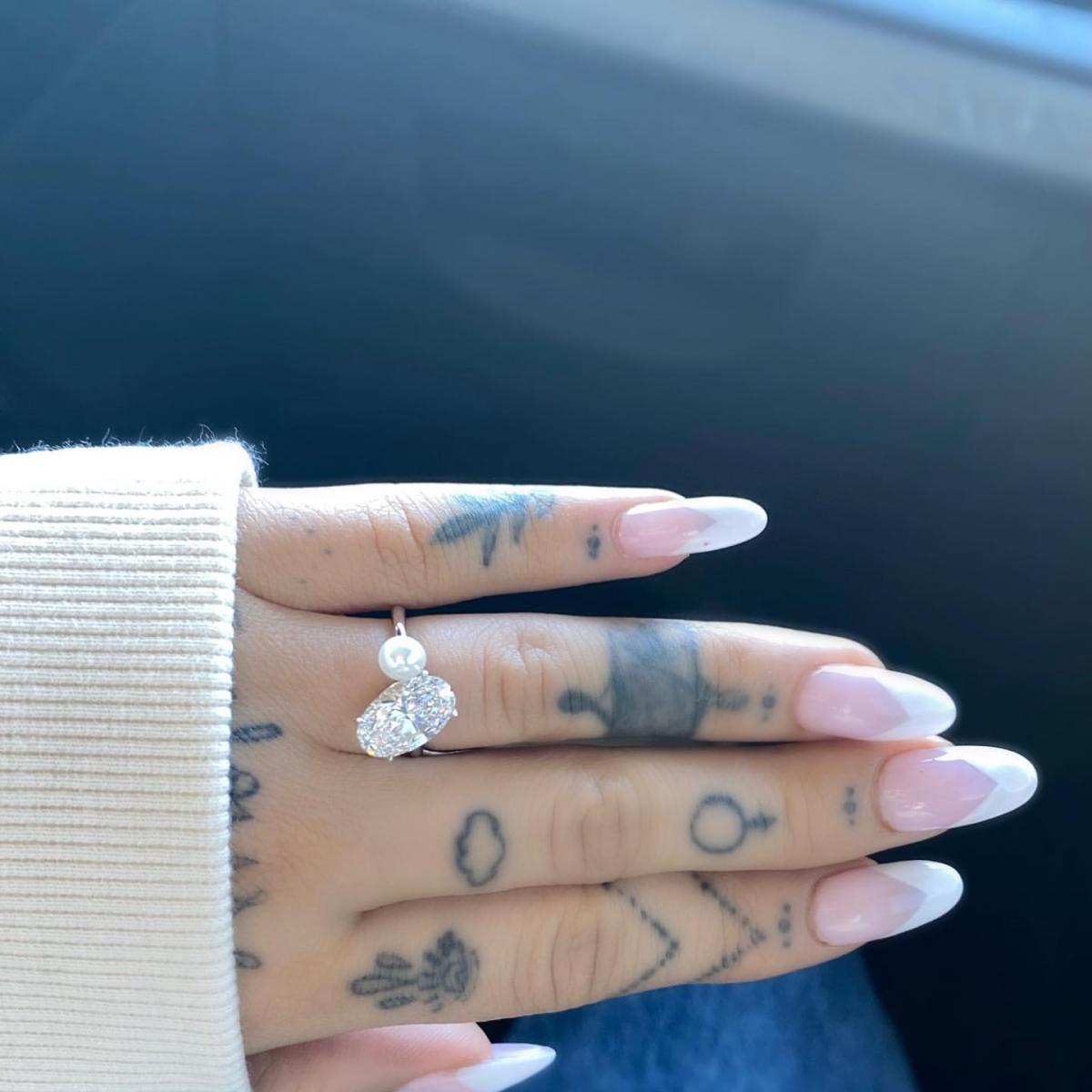 ダイヤモンドと真珠を組み合わせた婚約指輪も話題に!
