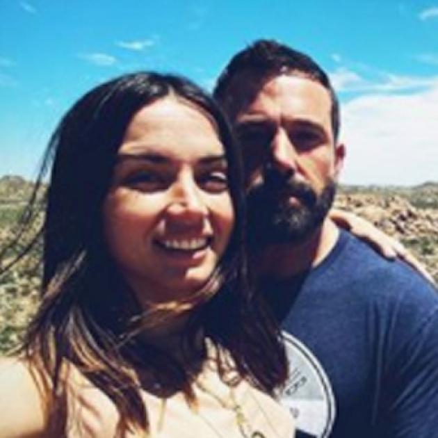 ベン・アフレックの演出にメロメロ♡ ロマンチックなバースデーを過ごした新恋人アナ、初のセルフィーを投稿 - セレブニュース | SPUR