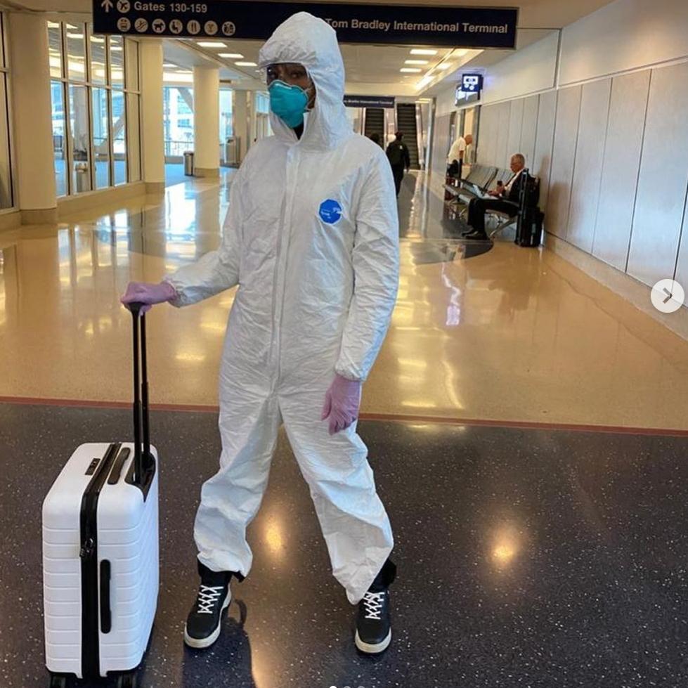 ナオミ・キャンベル、防護服で空港に現る! トム・ハンクスの陽性公表でセレブの除菌対策がパワーアップ