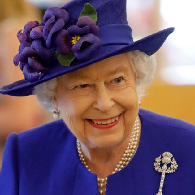 エリザベス女王は断然セルフメイク派! プロを雇うのは年に一度のみで、古着も愛用!? - セレブニュース | SPUR