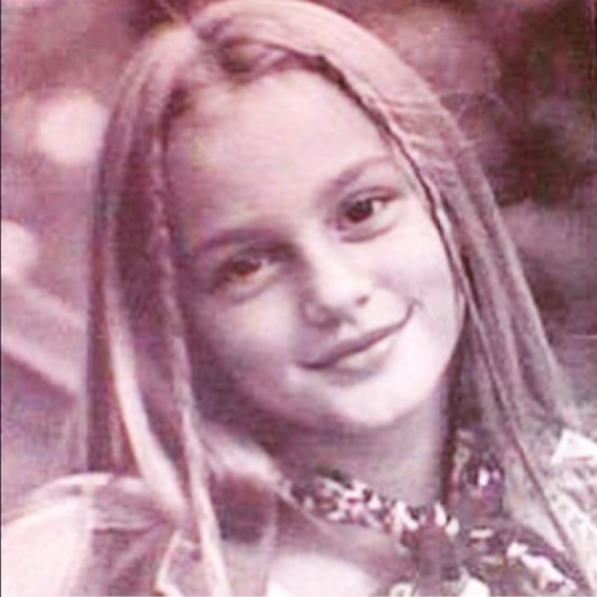 ドラマ『ゴシップガール』のブレア・ウォルドーフ役でブレイク。人気絶頂の時、両親をはじめ家族一同が麻薬密輸により逮捕され、母親は服役中に彼女を出産したという衝撃の事実が明された。さらに、生活を支えるため10歳からモデルとして働き始めたとか。