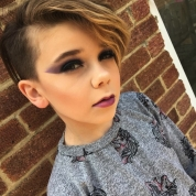 お化粧上手すぎ、かわいすぎ!10歳の天才メイク少年