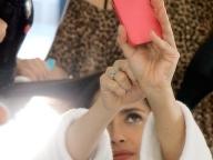 女優サルマ(49)のスッピンセルフィーが自信たっぷりな理由