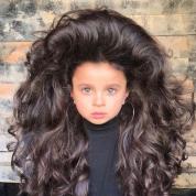 レディ・ガガもびっくり!5歳のビッグヘアガールが世界中でニュースに