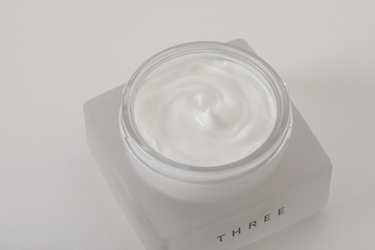 [THREE]これはもう塗るアロマセラピー。瞬時になじんでつるつるのなめらか肌に