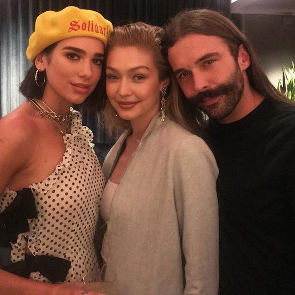 (右から)美髪のカリスマのジョナサン、モデルのジジ・ハディッド、シンガーのデュア・リパ。Photo by Instagram @jvn