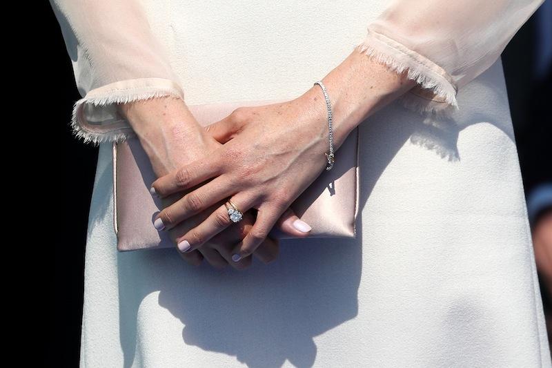女王の愛用ネイルに倣った、メーガンの上品な指先。©Getty Images