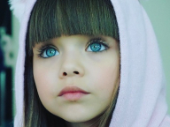 まるでお人形!「世界一美しい女の子」の今と昔