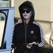 ケイティ・ペリー、美肌の秘密は「路上マスク」