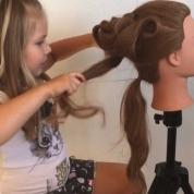 6歳のヘアスタイリストの超絶スタイリング技に世界が仰天!