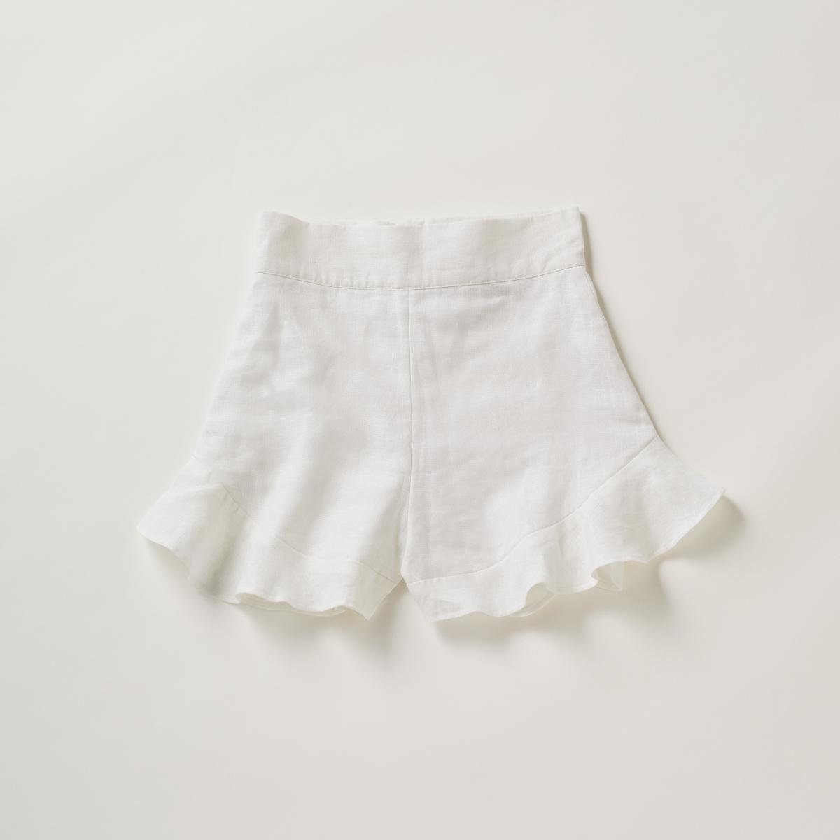 白とラッフルのロマンティックスタイル【アラベラ・ロンドン】