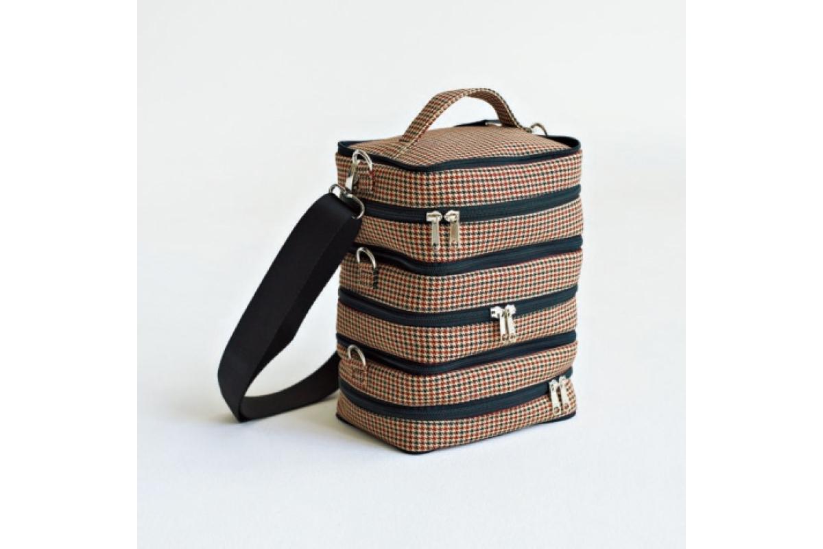 バッグ〈H30×W20×D11〉¥36,000/HIDAKA