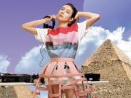 マイカ・ルブテのTシャツRemix「世界の果てからDJ配信」