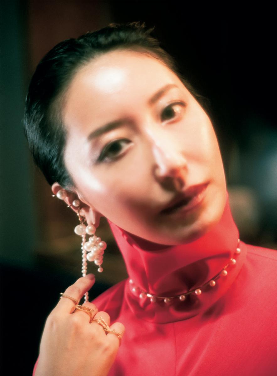 イノセントな真珠を艶やかにまとう
