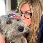 セレブ仲間もメロメロ! ジェニファー・アニストン、新たに迎えた子犬をお披露目