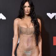 「ほぼ裸」なシースルードレスでレッドカーペットに登場! 過激化の一途をたどるミーガン・フォックスがまたも世間を驚かせる